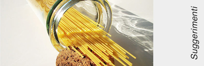 Spaghetti crudi dal recipiente