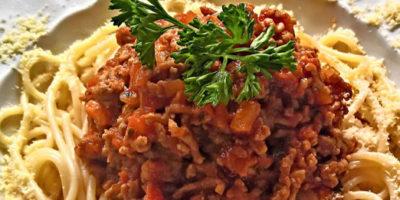 Piatto di spaghetti con ragù