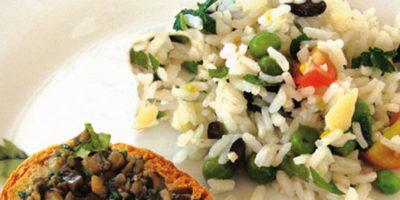 Piatto di riso in insalata