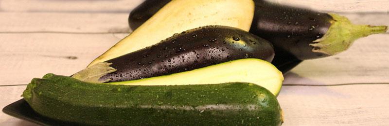 Zucchie e melanzane crude