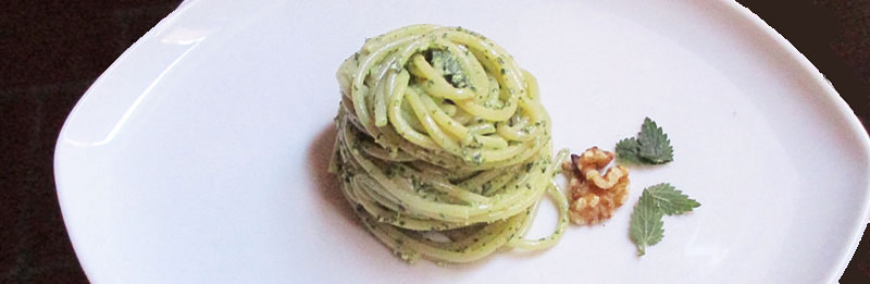 Spaghetti con il pesto all'ortica